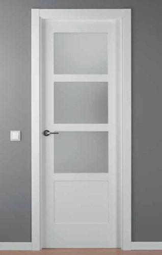 Puerta lacada blanca modelo lac 5104 3v for Puertas madera blancas