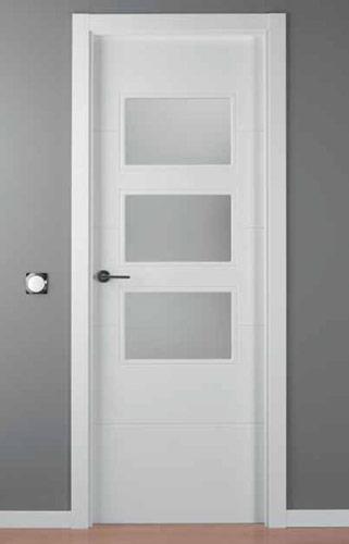 Puerta lacada blanca modelo lac 9004 g 3v for Puerta lacada blanca