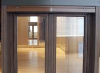 exterior de la ventana en aluminio imitación madera