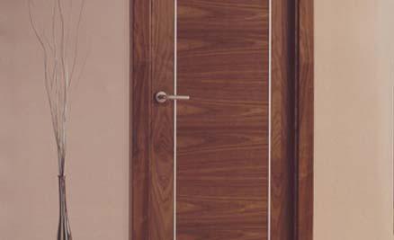 Puertas de interior y exterior puertas innova s l u for Modelos de puertas de madera modernas