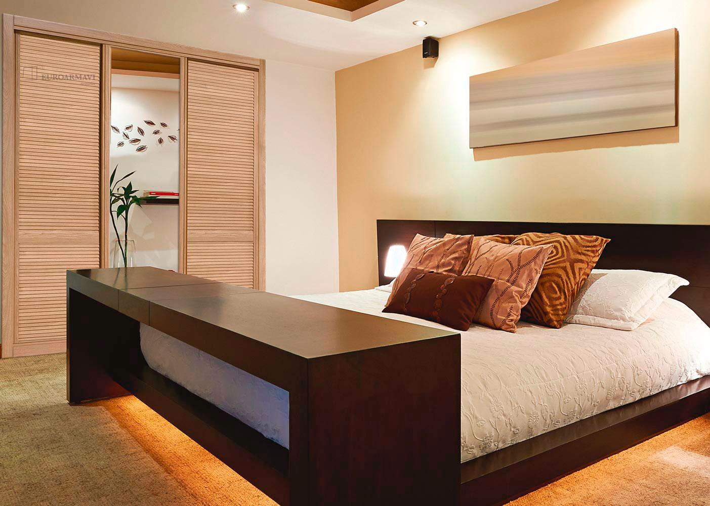Mallorquina roble espejo puertas innova s l u - Armarios para dormitorios ...