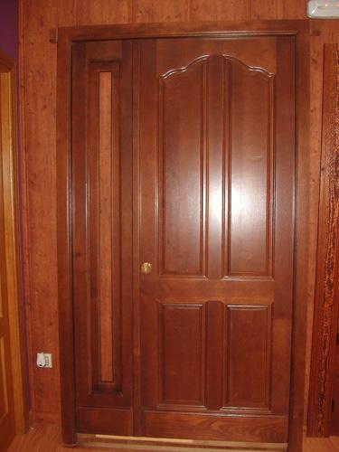Puerta exterior madera 005 puertas innova s l u for Modelos de puerta de madera para casa