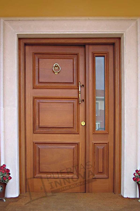 Puerta exterior clasica 28 puertas innova s l u for Puertas macizas exterior