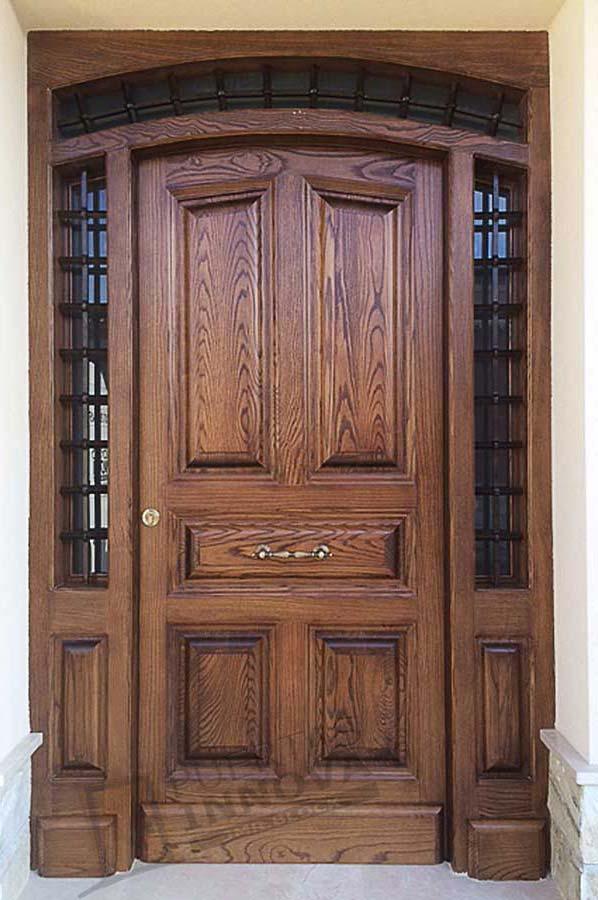 Puerta exterior clasica 27 puertas innova s l u for Puertas de madera maciza exterior