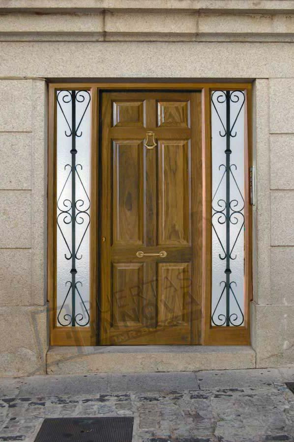 Puerta exterior clasica a2 puertas innova s l u - Puertas exterior asturias ...