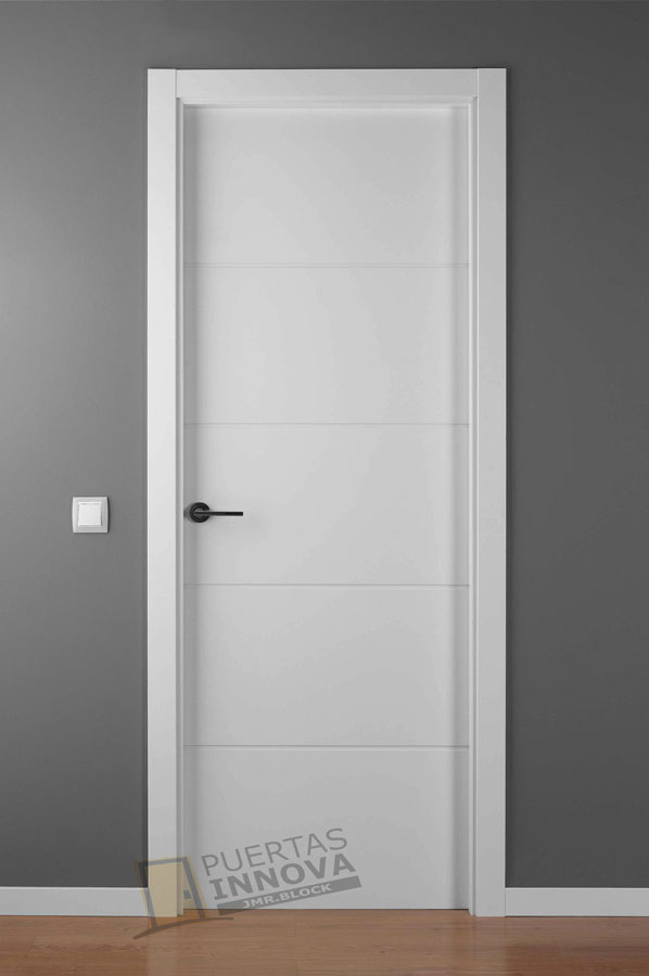 Puerta lacada blanca lac 9004 puertas innova s l u Precio puertas de paso