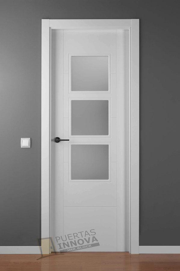 Puerta lacada blanca lac 9204 3v puertas innova s l u - Puertas blancas exterior ...