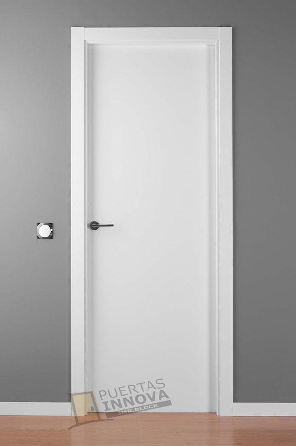 Puerta lacada blanca lisa puertas innova s l u - Puertas paso blancas ...