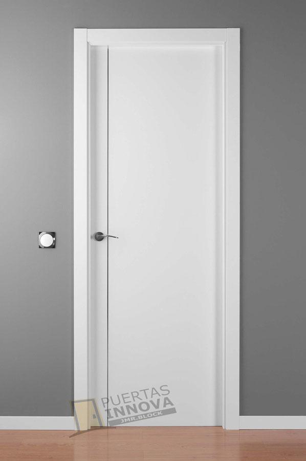 Puerta lacada blanca alve 1 aluminio puertas innova s l u for Puerta lacada blanca