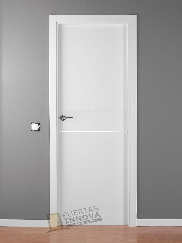 Puerta lacada blanca lac alho 2 puertas innova s l u for Puertas de exterior