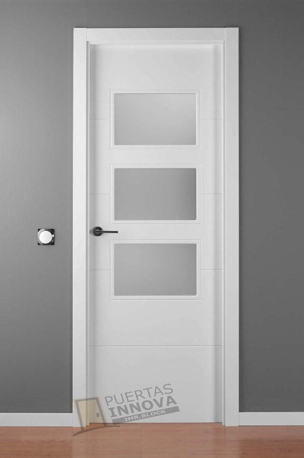 Puerta lacada blanca lac 9004 v3 cristales consultar for Puertas blancas modernas