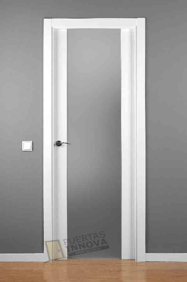 Puerta lacada blanca lac lisa cr puertas innova s l u for Puerta lacada blanca