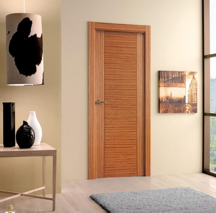 Puerta interior moderna precio base roble o haya for Puertas modernas precios