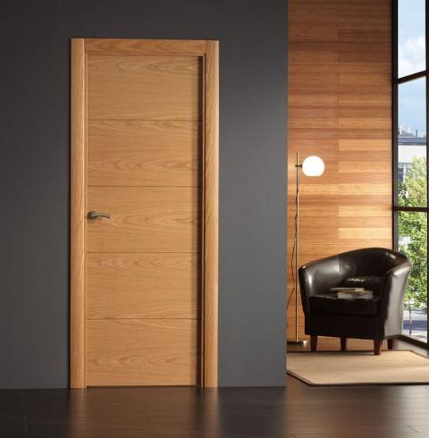 Puerta interior moderna base roble o haya for Precio puerta madera interior