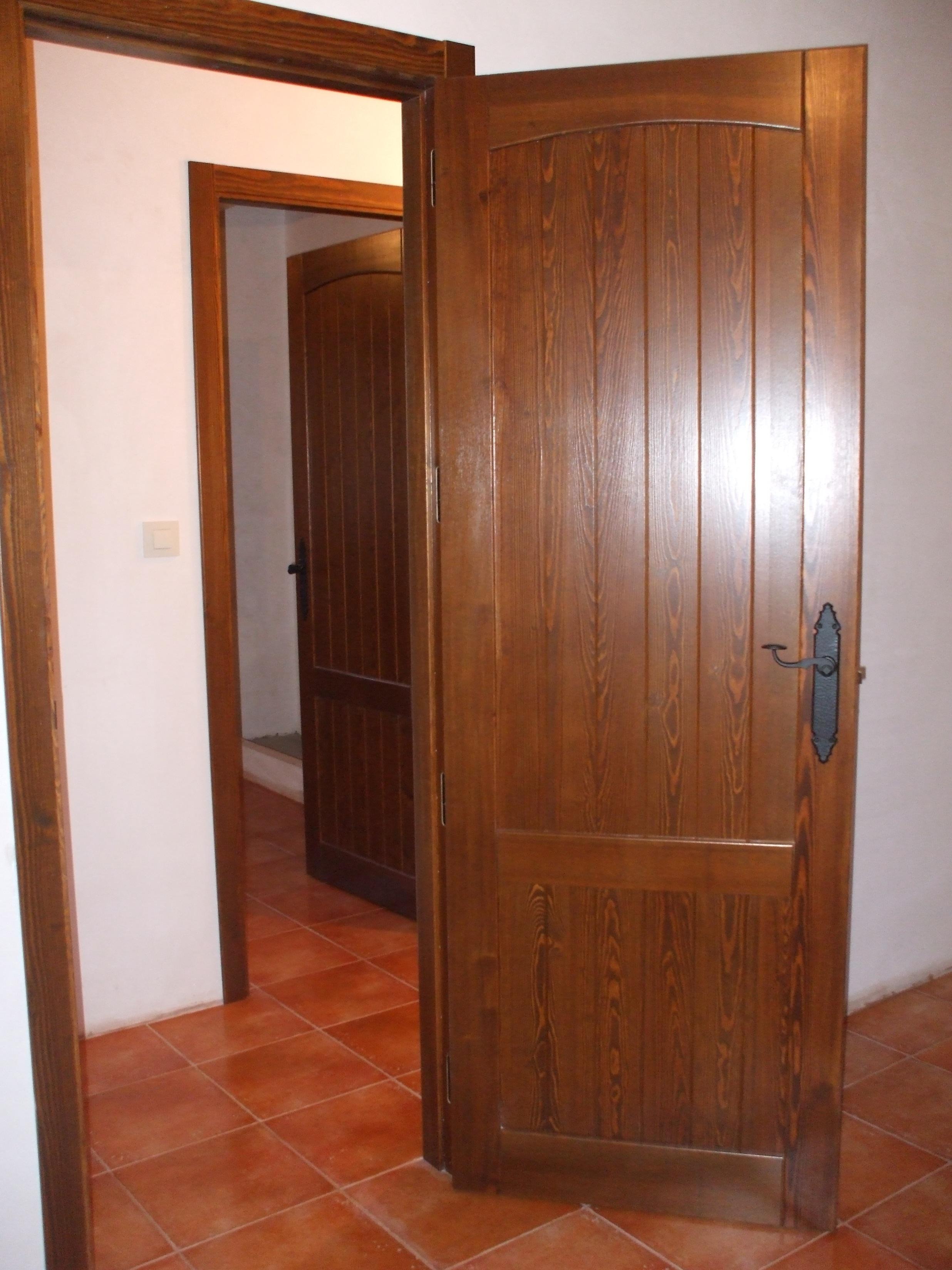 Puerta interior r stica modelo cuenca curva puertas for Remate de puertas de madera