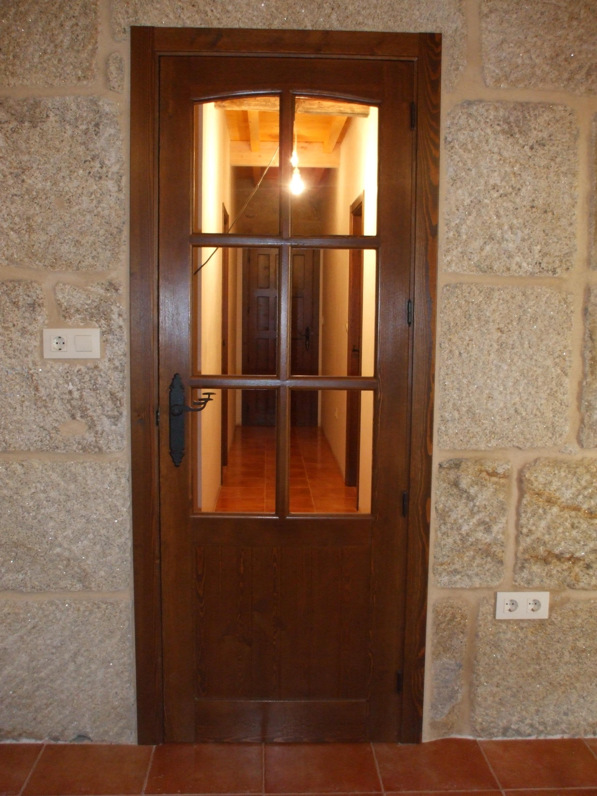 Puertas rusticas de interior modelo cuenca con curva for Puertas madera rusticas interior