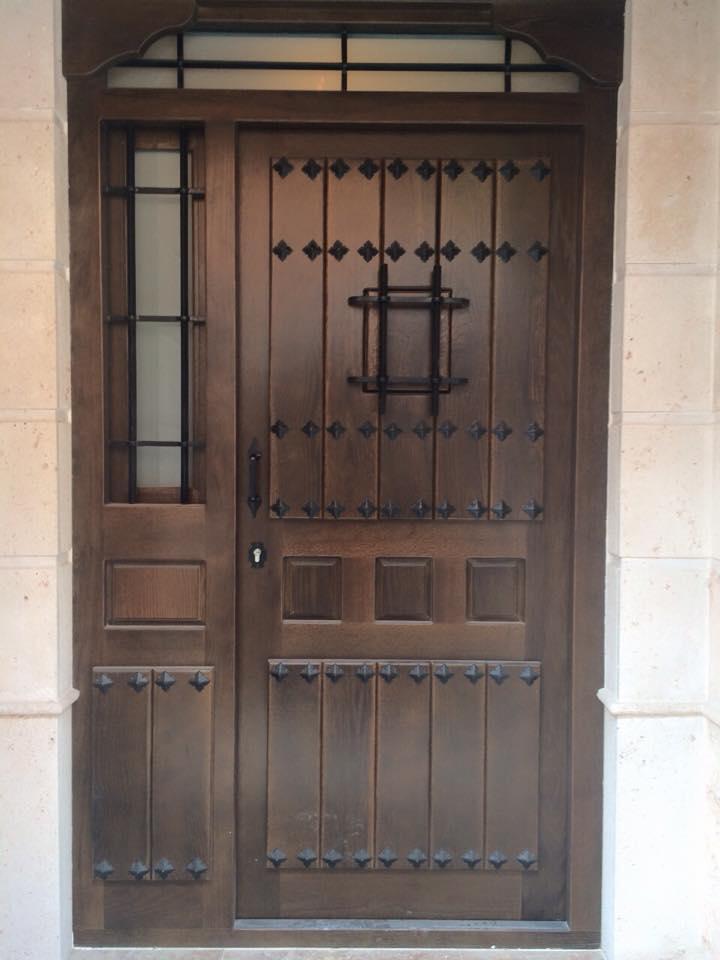 Puerta rustica fabricada en madera de roble maciza for Puertas rusticas de madera