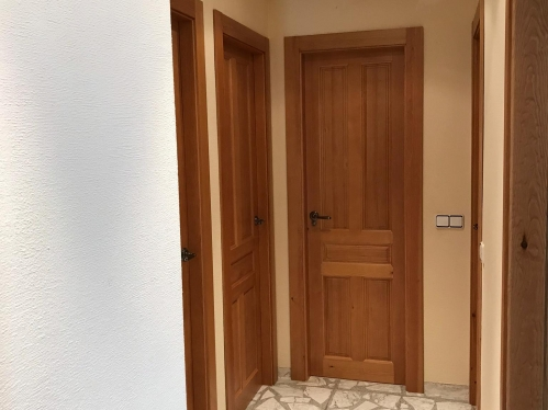 Puertas de interior rústicas modelo 5c BARNIZADAS MIEL F1