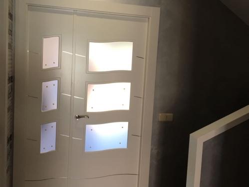 puertas blancas lacadas modelo alho 4C aluminio incrustado
