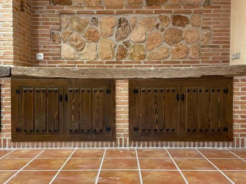 frente de armario para cocina estilo rustico con tachuelas