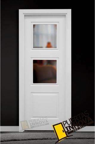 Puerta lacada blanca lac 103 2v cristal puertas innova s l u for Puerta blanca cristal