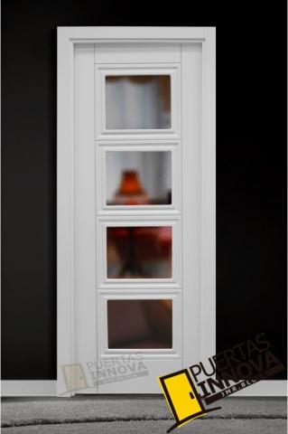 Puerta lacada blanca lac 9215 v4 cristal puertas innova for Puerta blanca cristal