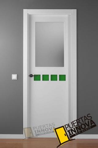 Puerta lacada blanca crisho 4 1v puertas innova s l u for Puerta lacada blanca