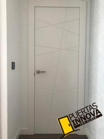 Puerta blanca modelo LAC-7180