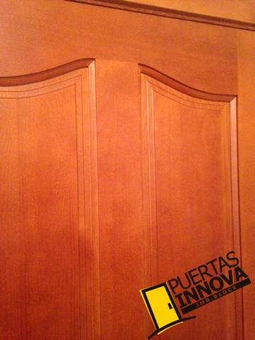 Puertas de madera maciza en pino modelo clasica puertas for Puertas color pino