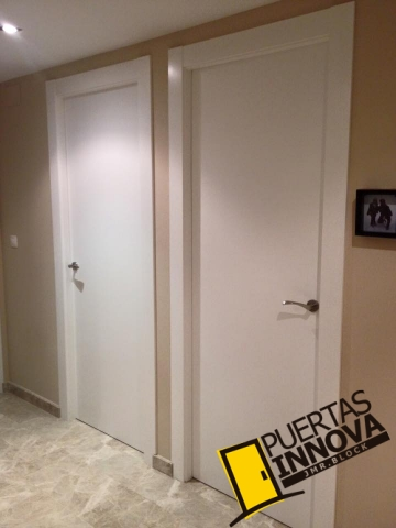 Puertas lacadas lisas trabajo realizado en valterna valencia puertas innova s l u - Puertas lisas blancas ...