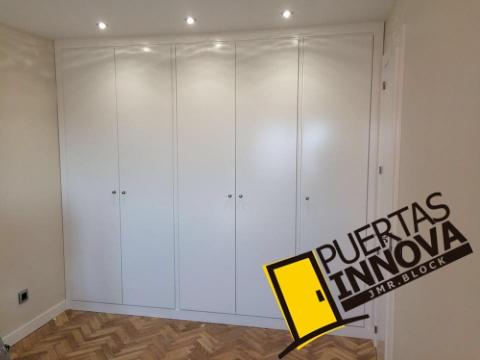 Puertas blancas lacadas reforma en madrid burgos puertas innova s l u - Puertas lisas blancas ...