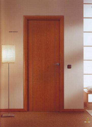 Puerta interior moderna modelo 8200 cerezo for Modelos de puertas de interior modernas