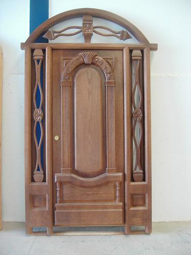Puerta exterior de madera modelo exterior madera 003 for Disenos puertas de madera exterior