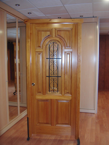 Puerta exterior de madera modelo exterior madera 006 for Disenos puertas de madera exterior